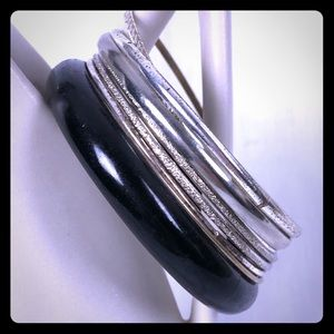 Jewelry - Set of Vintage light silver bangles